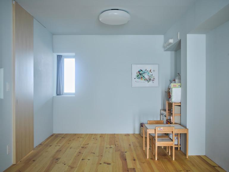 10畳の広い寝室は、将来的におのおのの子供部屋として分割できるよう計画