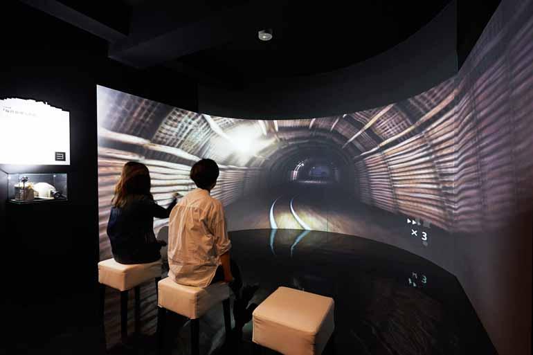 クルーズの予・復習に立ち寄りたい「軍艦島デジタルミュージアム」。坑道体験コーナーも(画像提供:軍艦島デジタルミュージアム)