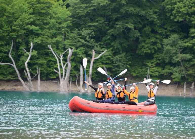 白水湖では「白水湖ラフトボートクルーズ」(画像提供:トヨタ白川郷自然學校)