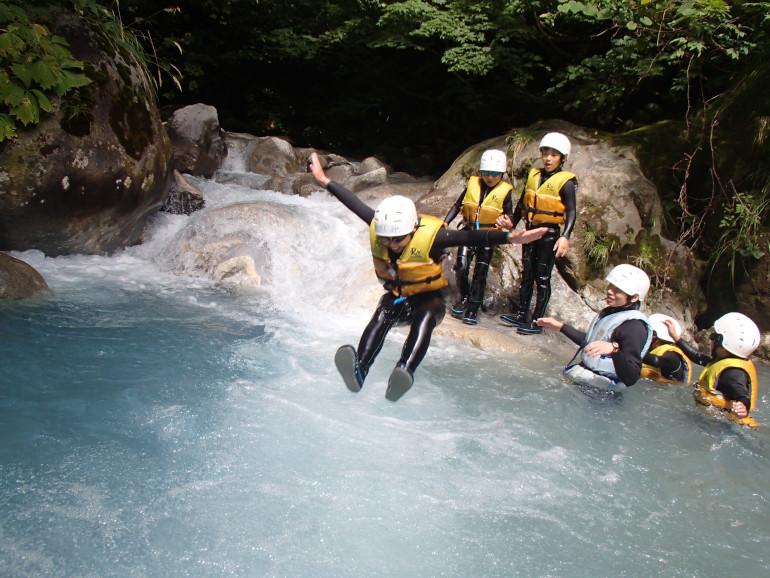 「大白川シャワークライミング」(画像提供:トヨタ白川郷自然學校)