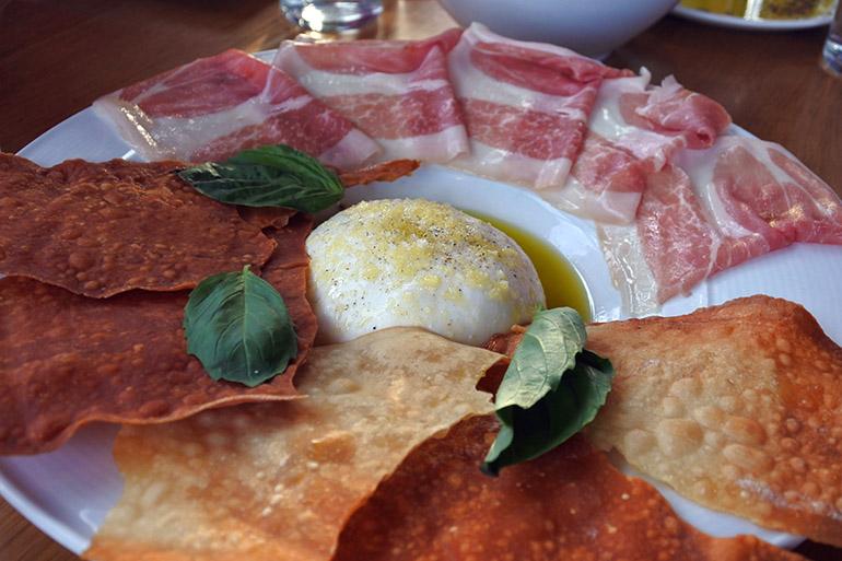 イタリア全域の料理をサーブ。ブラータチーズはホームメイド