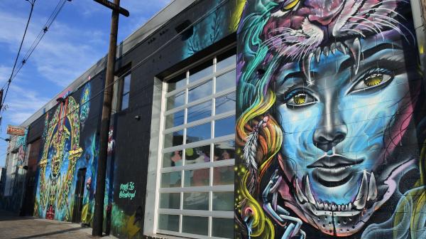 街にあふれるストリートアート 米国デンバー