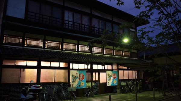 京都駅から南へ徒歩15分、庶民の街へタイムワープ