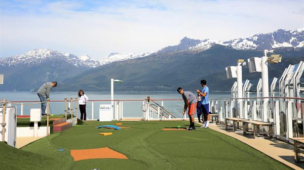 クルーズとゴルフの旅 「女王の船」上でコンテスト