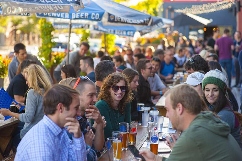クラフトビールを味わえる場所があちこちに©EvanSemon