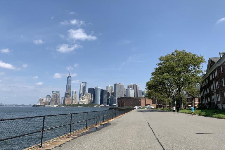 夏のニューヨーカーが訪れる、緑のオアシス
