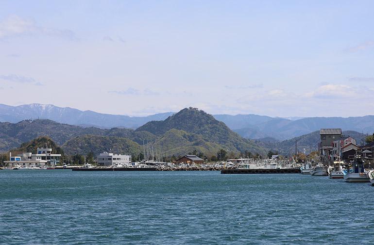 賀露の湊から。正面の山が鳥取城