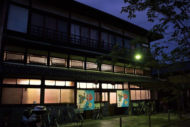 京都駅から徒歩15分、庶民の京都へタイムワープ 東寺道・日の出湯