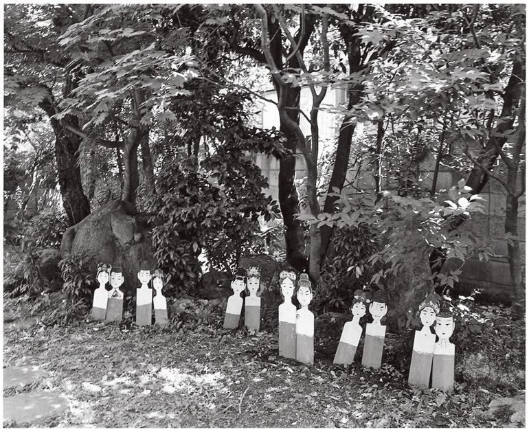 7月7日は、荒木と妻・陽子の結婚記念日。荒木は、中部地方のある地域で伝統的に行われている七夕祭りの織姫と彦星の飾りを並べた