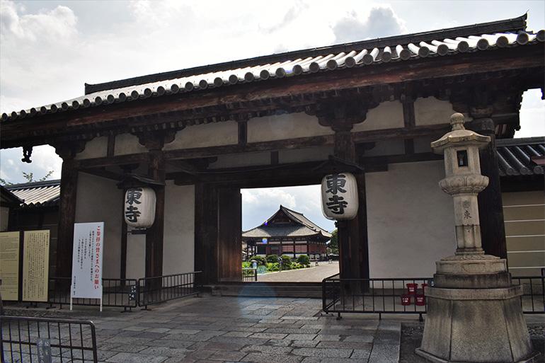 東寺の東門(慶賀門)