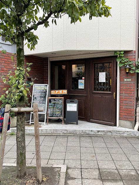 三軒茶屋駅から下北沢方向に歩いて7分ほど、茶沢通り沿いにある