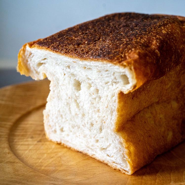 食パンが、まさかのリーゼント。夏の花畑を思う「はちみつとクローバー」/ラトリエ テンポ
