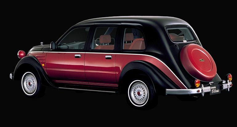 独立したトランクはなくスペアタイヤを背負ったクラシックなスタイル