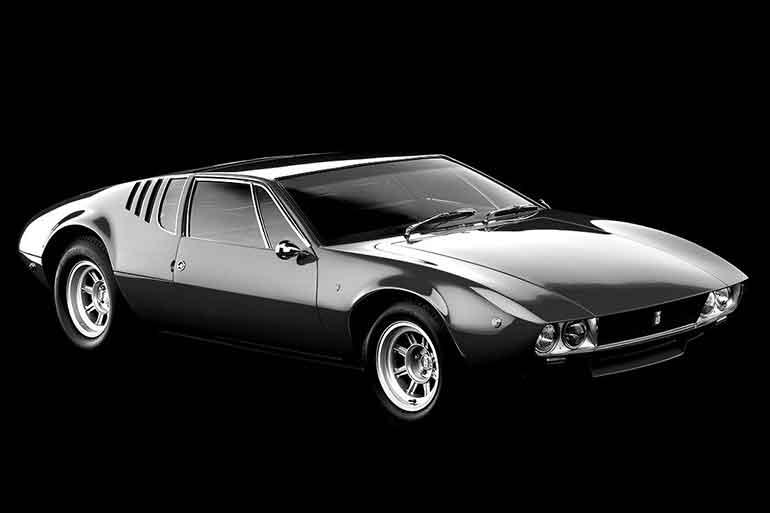 車体の低さが強調された発売当初の写真