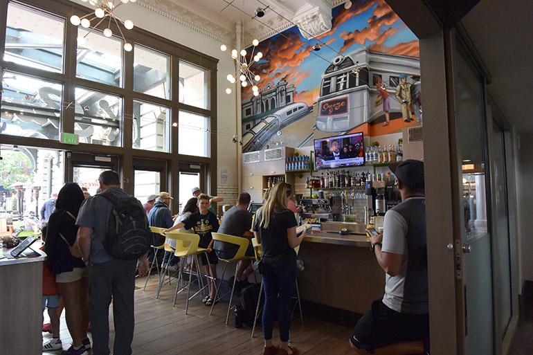 ユニオン駅構内にある人気店。朝から行列に並んでも食べたい評判の朝食です