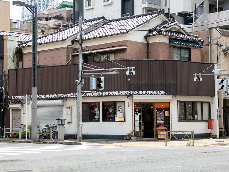 〈163〉スカイツリーのふもとで世界のお茶を 「一軒家カフェikkA」&「甘夏書店」