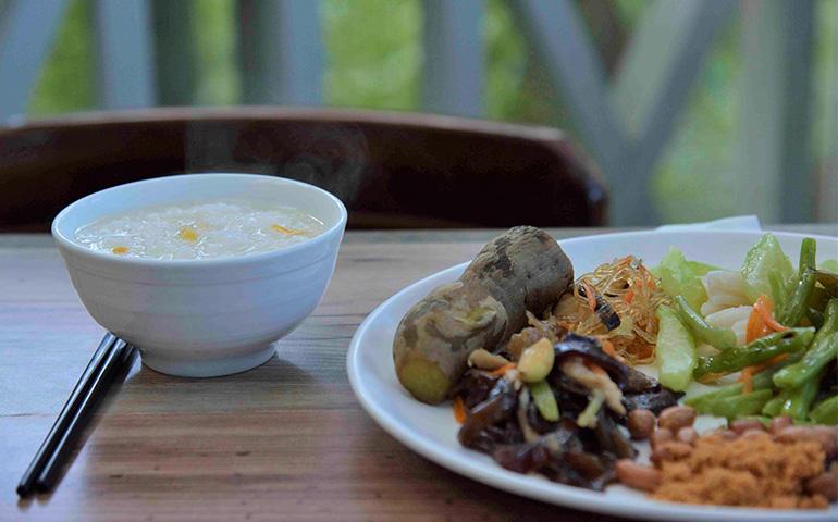 自然農法の野菜たっぷりの朝食
