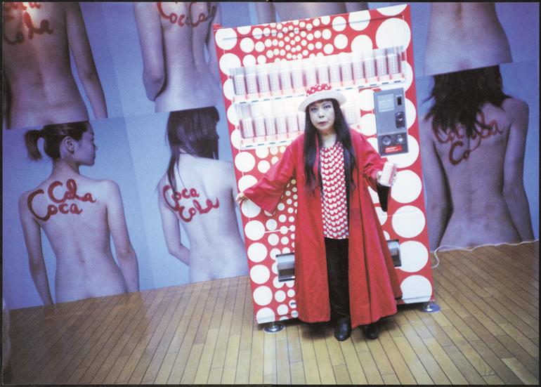 女体をコカ・コーラの瓶に見立て、女性の背中に荒木が文字を書き、その背中をズラリと並べた様子をポスターにするという広告企画。自販機のデザインは草間彌生が担当していた