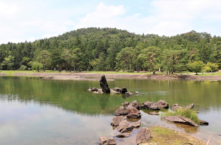 毛越寺の大泉が池