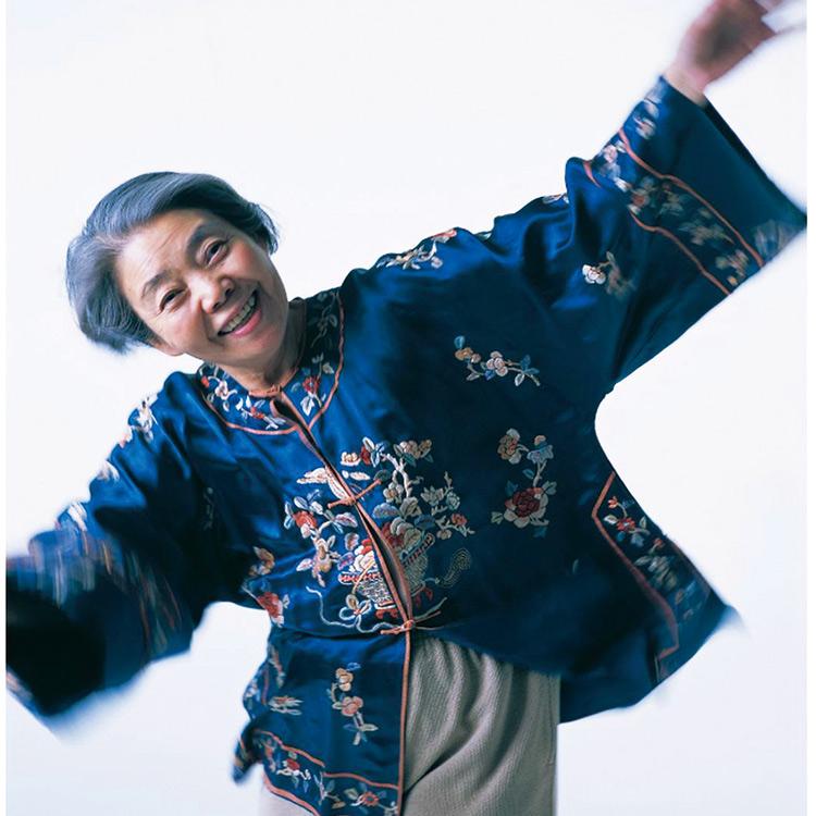 人生の「をかしみ」を味わう写真言集『愛バナ アラーキー20年ノ言葉 2001–2020』