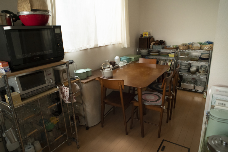 テーブルと椅子セットはネットで購入。全部で約2万5千円