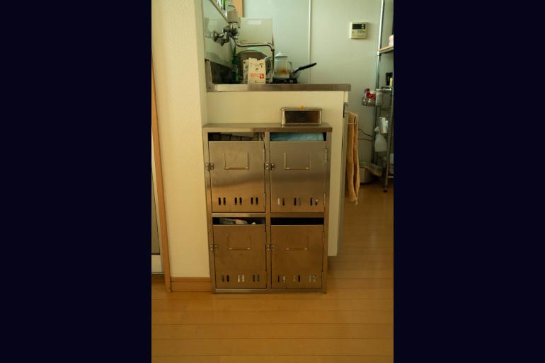 ポストは広島のリサイクルショップで購入。布巾や洗剤入れに
