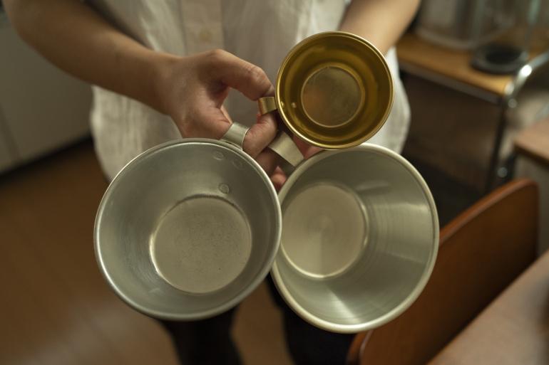 古いアルミカップは調理中に活躍。茹でたものや混ぜるときの一時置きに欠かせない