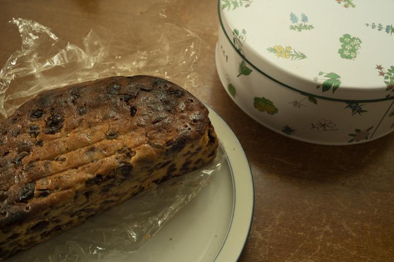 帰省時、母が持たせてくれる自家製フルーツケーキ