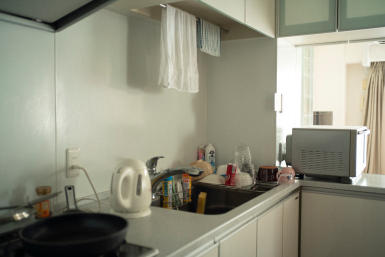 主としてこの部屋を使っている長男はときどき簡単な料理を作るのみ