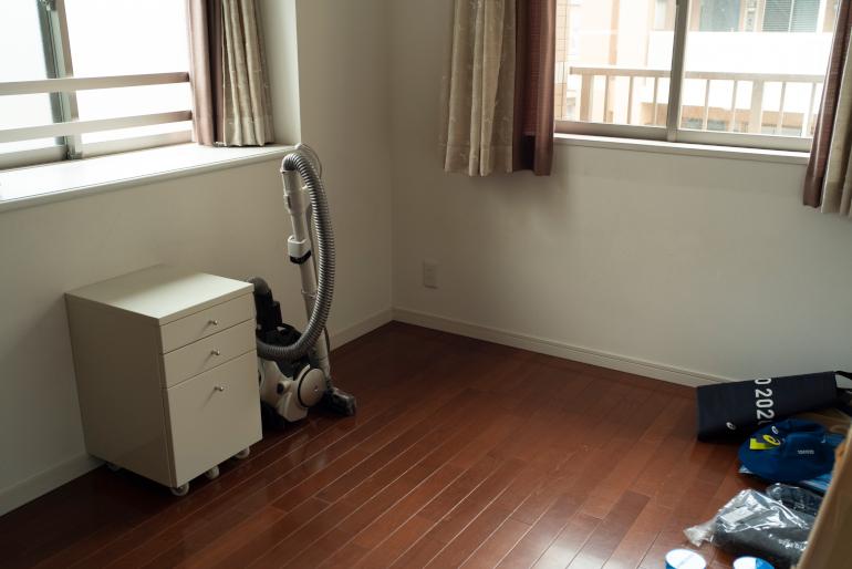 友だちが来たときに使う部屋。掃除機、引き出しもユーコさんのもの