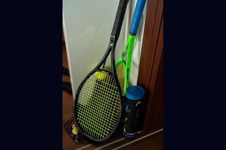 一家とユーコさんをつないだテニス。子どもたちも幼い頃からユーコさんと同じサークルに所属