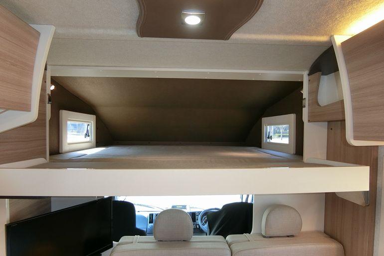 高い走行性能と快適な居住性、高級ラインの国産キャンピングカー「SAKURA」