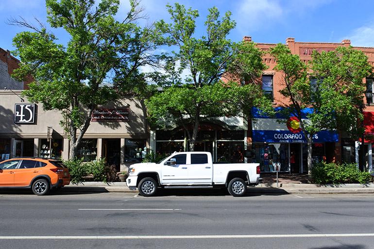 コロラド・スプリングスのダウンタウンはおしゃれな街並み