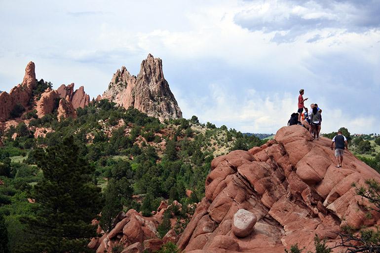 赤いギザギザとした岩山が林立する「神々の庭」