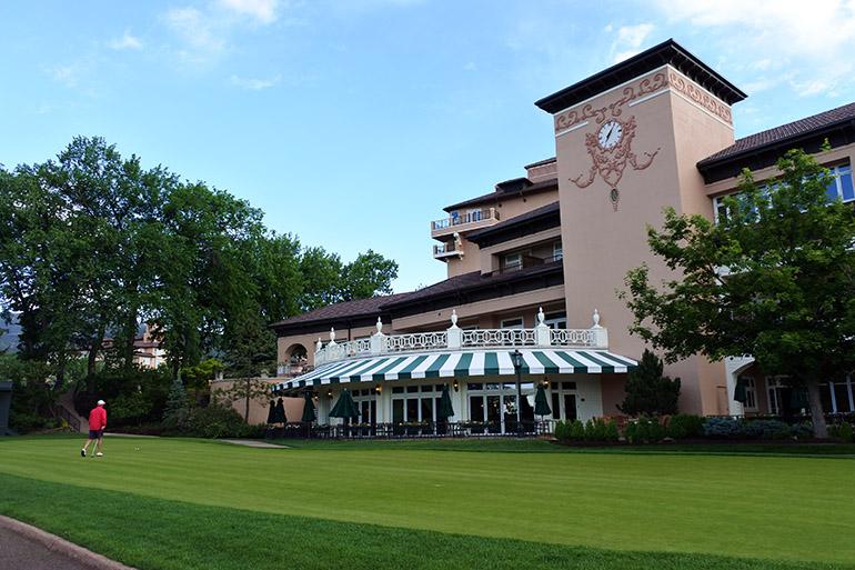 宿泊客と会員が利用できるクラブハウス。ゴルフ界の巨匠と言われるドナルド・ロスとロバート・トレント・ジョーンズがコースデザインを担当