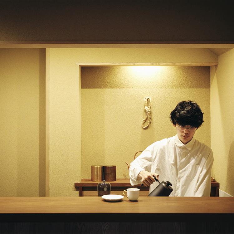 コーヒーは一杯ずつハンドドリップで。「蕪木(かぶき)ブレンド」はコク深で甘い余韻、「カジタブレンド」はチョコレートやベリーを思わせる風味が特徴