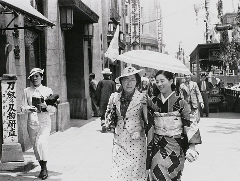 服で感じる時の流れ 「ファッション イン ジャパン 1945-2020―流行と社会」展