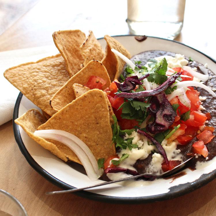 バリッの後はサクサク、やみつきトトポス。メキシコ料理で夏休み気分!/Café Chilango