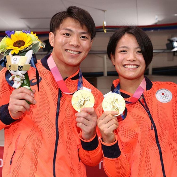 多くの石の中で、光る玉も。東京五輪・パラリンピックのユニホーム