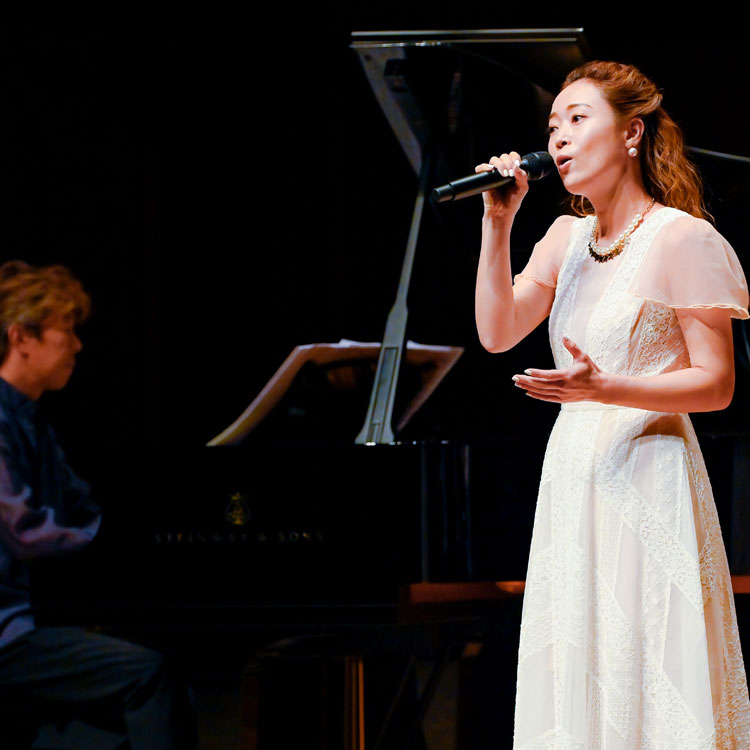 シンガー・Wakanaの柔らかくしなやかな歌声 東京公演&オンライン配信の前に、大阪公演をレポート
