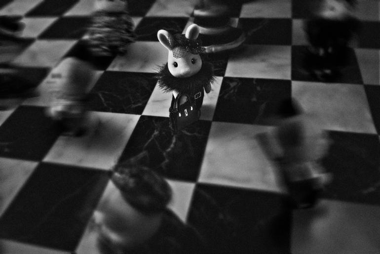 雑踏の中みるくウサギがふと振り向いた瞬間