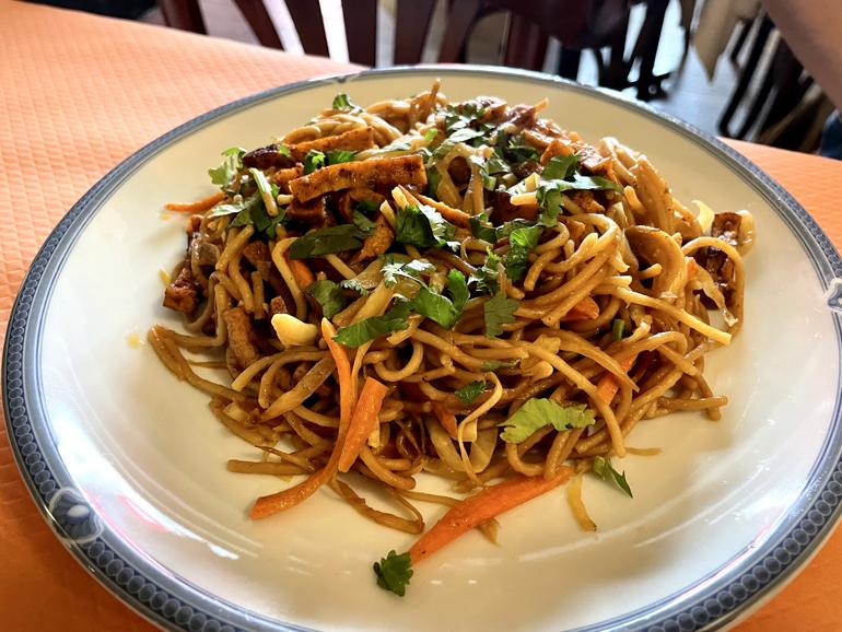 ガレットも餃子も。しみじみ素朴なベジタリアン・チベット料理/Pema Thang