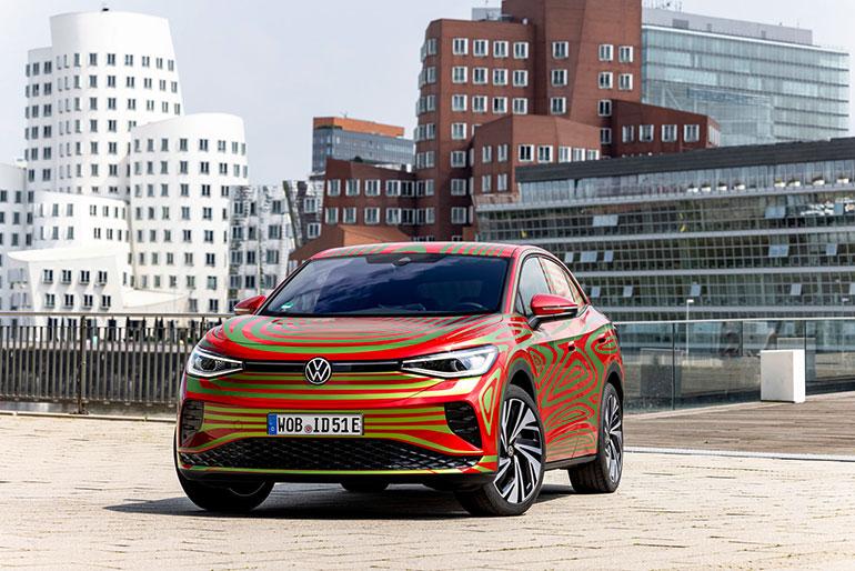 まもなくベールをぬぐ予定のVWの新型「ID.5 GTX」はピュアEVのSUVクーペ(VWの定義)