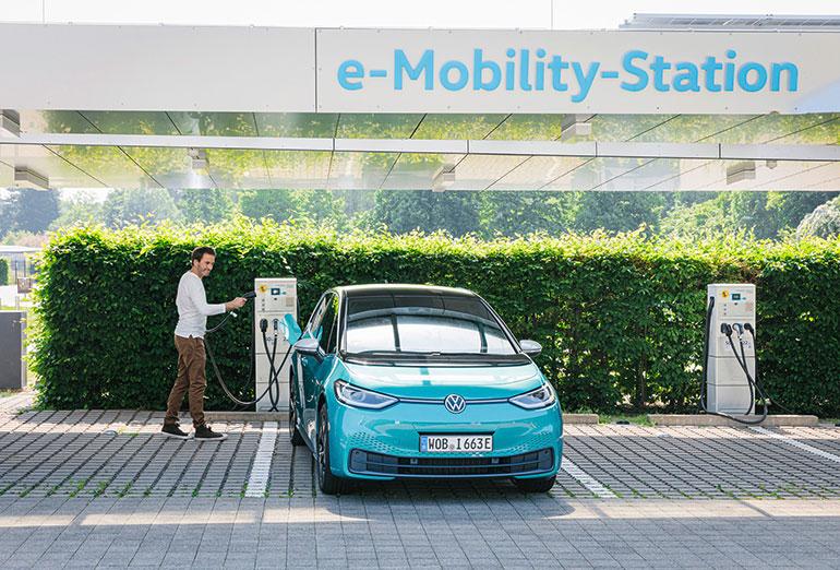 VWが20年に発表したEV「ID.3」は、普通から急速まで3つの充電に対応