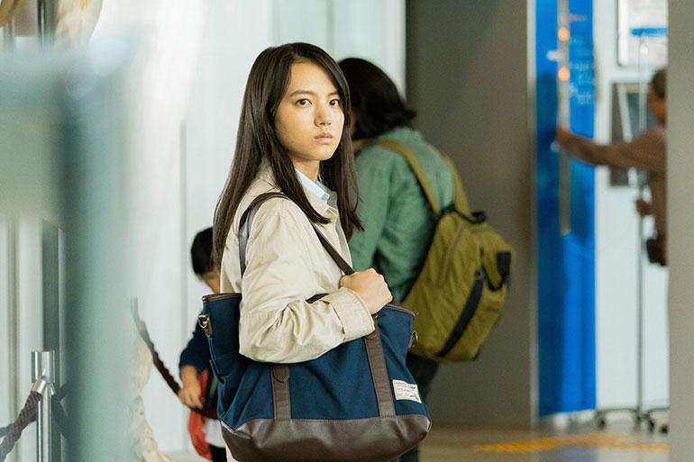 被害者の部下、円山幹子(清原果耶さん) (c) 2021 映画「護られなかった者たちへ」製作委員会