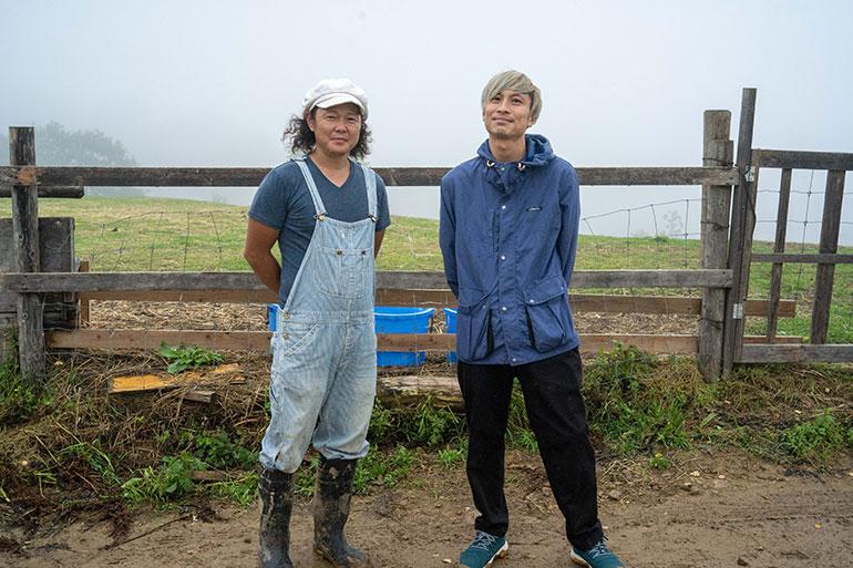 しあわせ乳業の鞠古武士さんとプロデューサーの佐藤一平さん