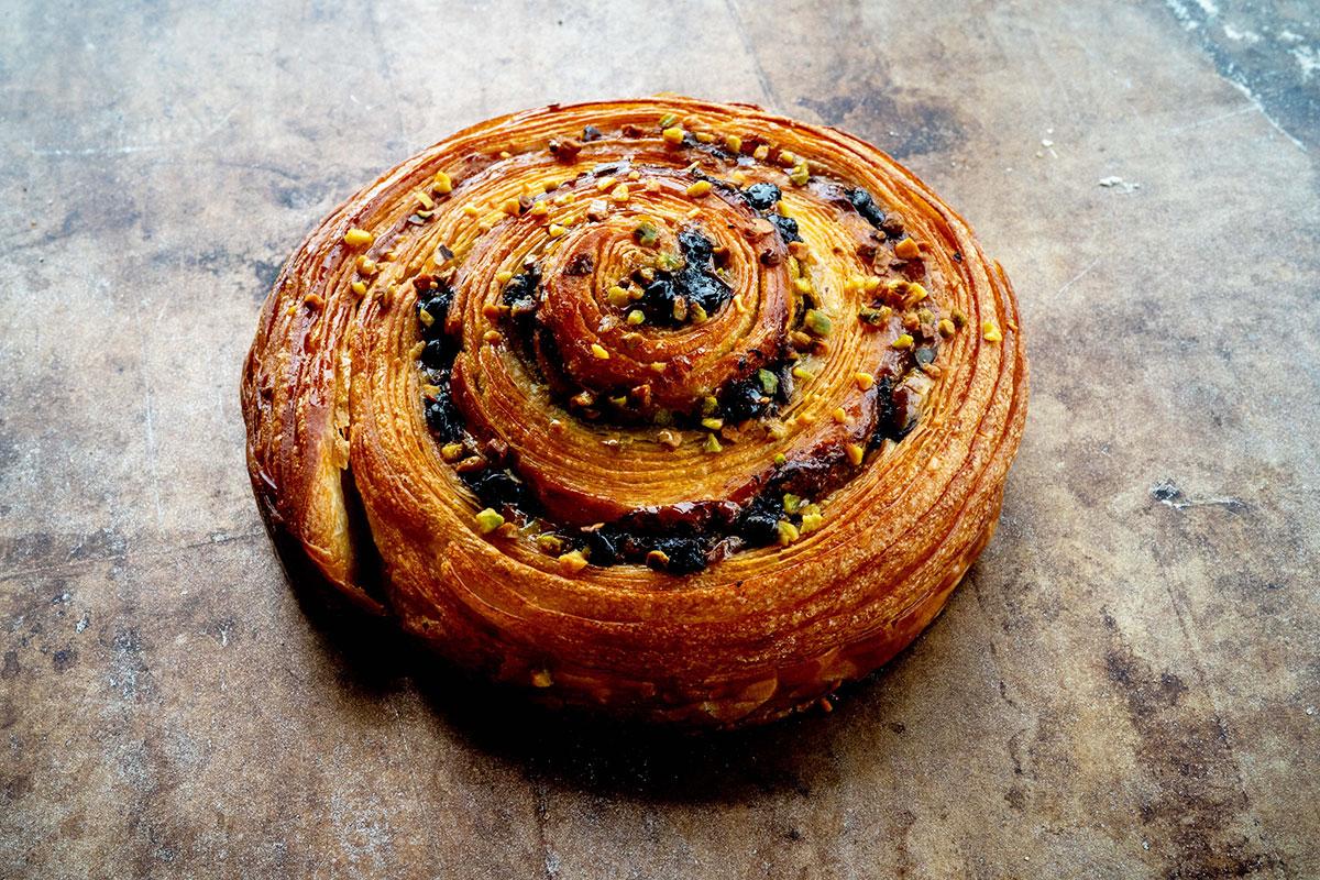 完膚なきまでに打ちのめされた 食欲も美的感覚も刺激するパン/アダチ