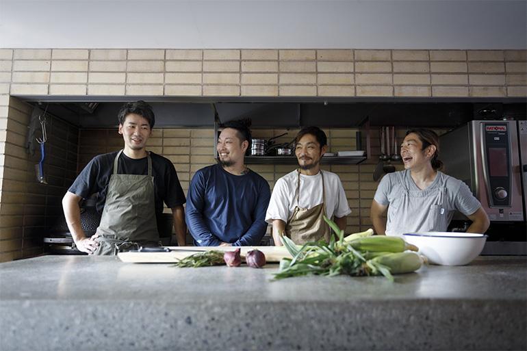 左から、長野さんの盟友でもあるシェフの西川勇作さん、共同経営する弟の★★★★さん、長野さん、スタッフの★★さん