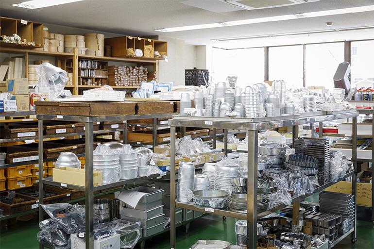 和洋の製菓・厨房道具がそろう。雑貨感覚で一つからでも購入できるほか、大型の鍋や道具、まとめ買いのニーズにも対応