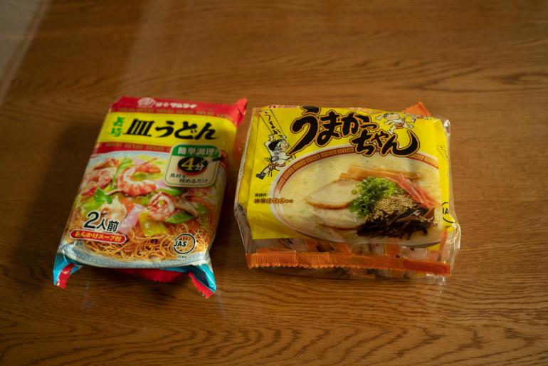<切らしたら困るもの>うまかっちゃん(ハウス食品)、マルタイ長崎皿うどん(マルタイ)。「地元九州ではこの皿うどんは100円。東京より50円くらい安い印象です」